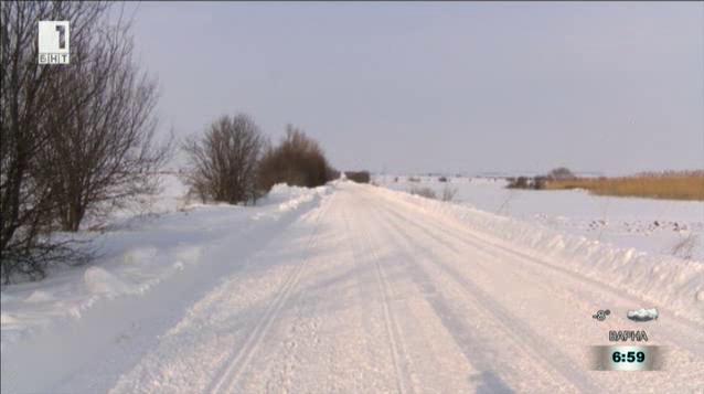 Техника достигна до блокирани села в Балкана