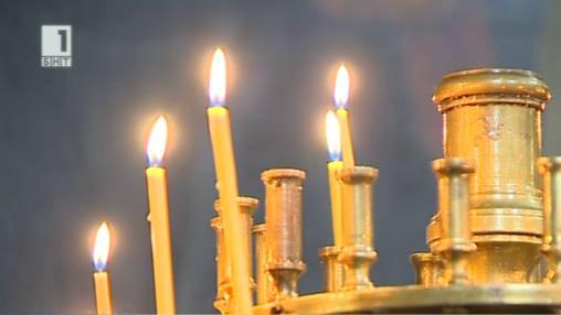Нови по-скъпи свещи в българските църкви