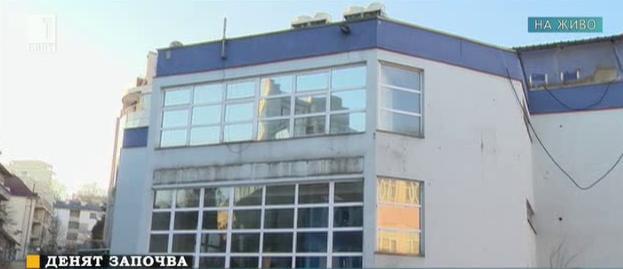 Трансформации в училищен двор: от Дом на книгата през банка в 8-етажен блок