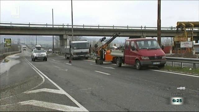 Нова мантинела спира пешеходците по главен път Е79