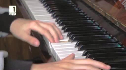 Близнаци-пианисти търсят подкрепа за конкурс