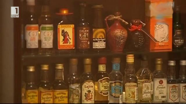 10-годишен колекционер на малки шишенца с алкохол