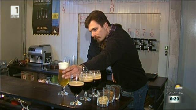 Млади хора с успешен бизнес в производството на занаятчийска бира