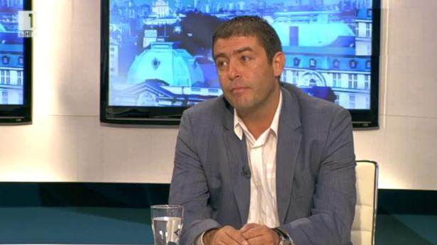 Страхил Ангелов: Апаратът се сля с политическите органи и задуши БСП