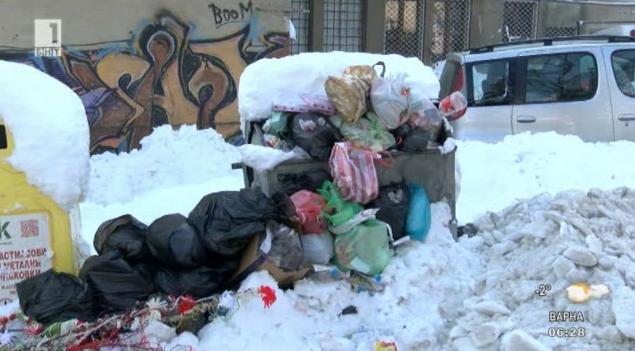 Неизхвърлени контейнери заради снега