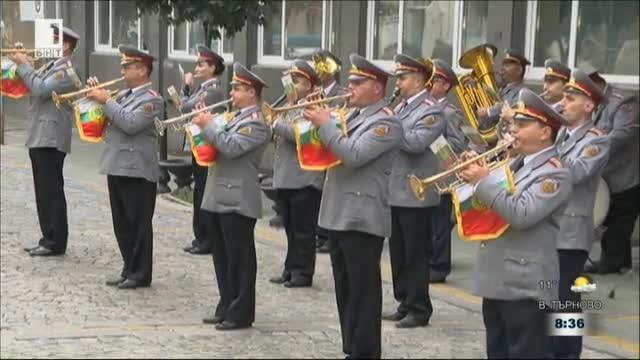 Празничен поздрав на Духовия оркестър на Сухопътните войски