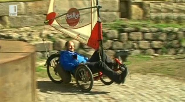 Френски пътешественик обикаля света с триколка