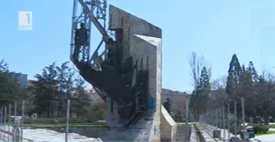 Бъдещето на паметника 1300 години България
