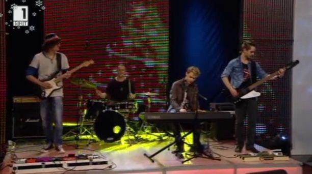 Музикален поздрав от група Кръш