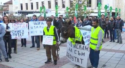 Протест срещу влизането на Александър Методиев в парламента