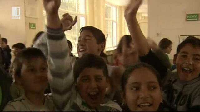 Деца, въвлечени в спор между директор и учители