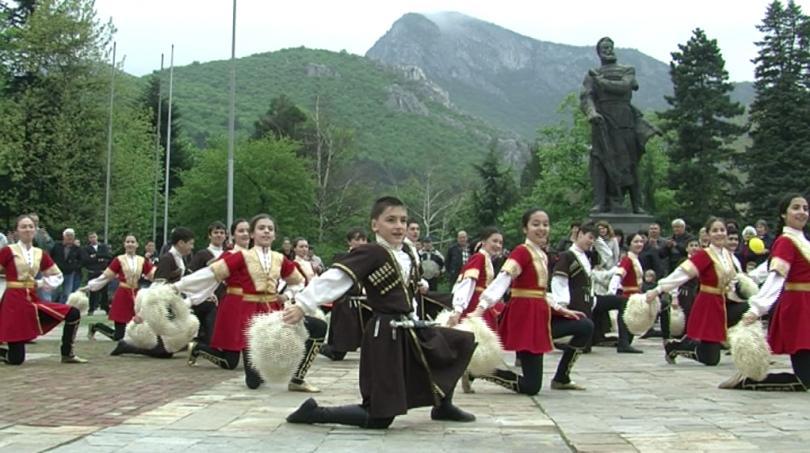 Народни песни и танци от цял свят във Враца
