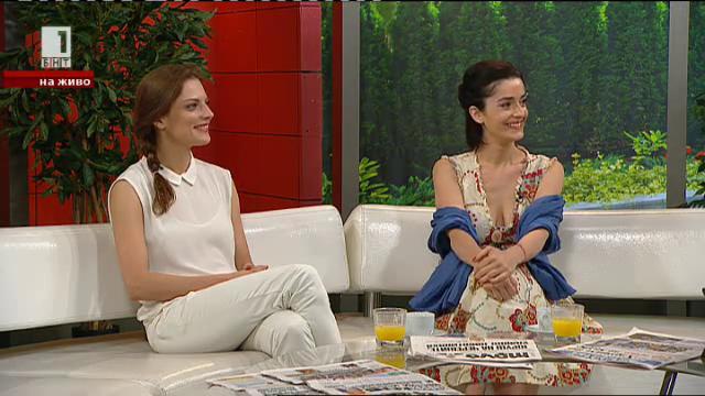 Теодора Духовникова и Ана Пападополу в края на театралния сезон