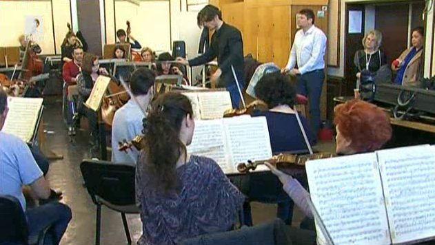 Двама млади диригенти на една сцена