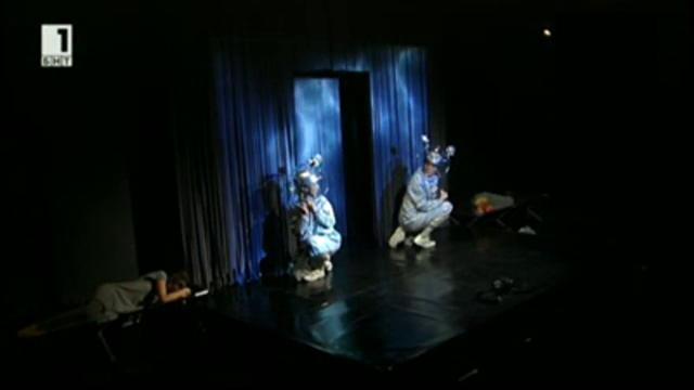 Фотоапарати в театър Възраждане