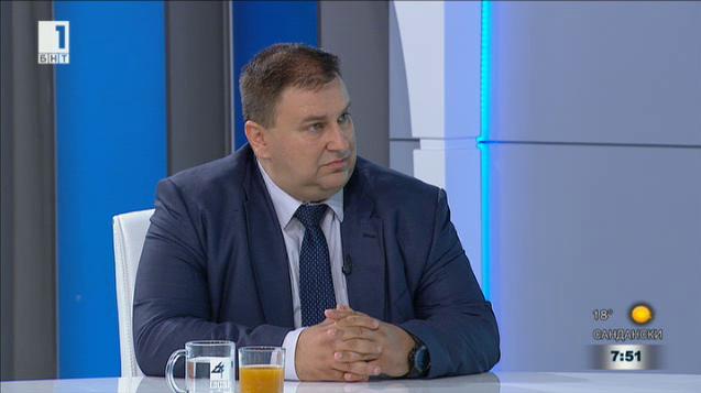 Емил Радев: България е една от малкото страни, където има вечни длъжници