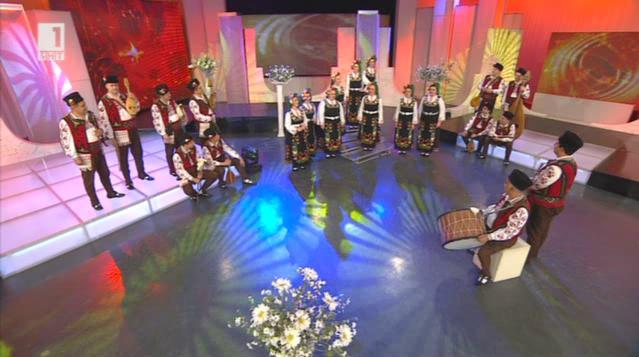 Музикантите от Ансамбъла за народни песни и танци - Сливен