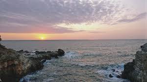 С музика и добро настроение посрещнаха първия юлски изгрев на брега край Шабла