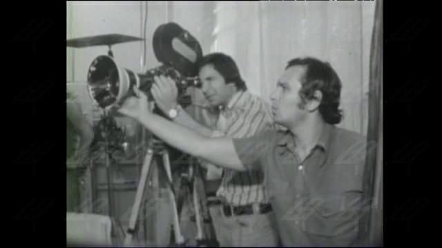 """Режисьорът  Въло Радев за снимките на """"Адаптация"""", 1977 година"""