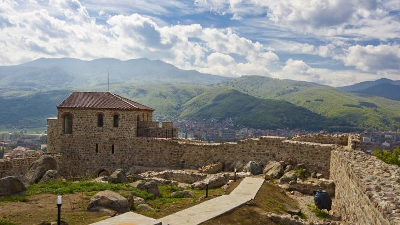 Крепостта Перистера над град Пещера