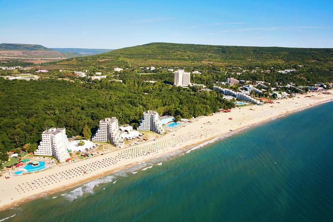 В началото на летния сезон: как ще се спазват мерките в хотелите?