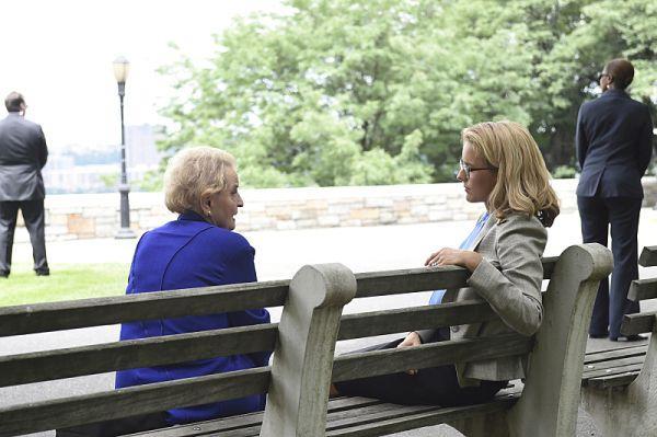 снимка 23 Госпожо Държавен секретар