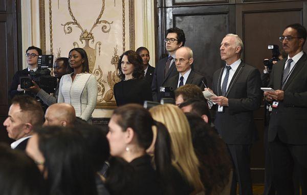 снимка 4 Госпожо Държавен секретар