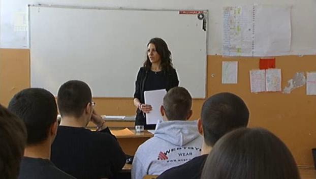 Мис Дани, която избра да е учителка в България