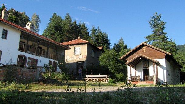 Манастир Св. Николай Мирликийски край село Кладница