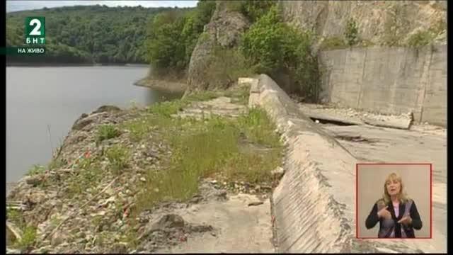 Поройните дъждове на места доведоха до критични ситуации