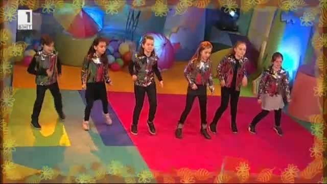 Децата от вокална група Комети