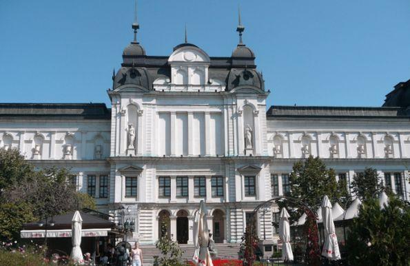 Различният музей