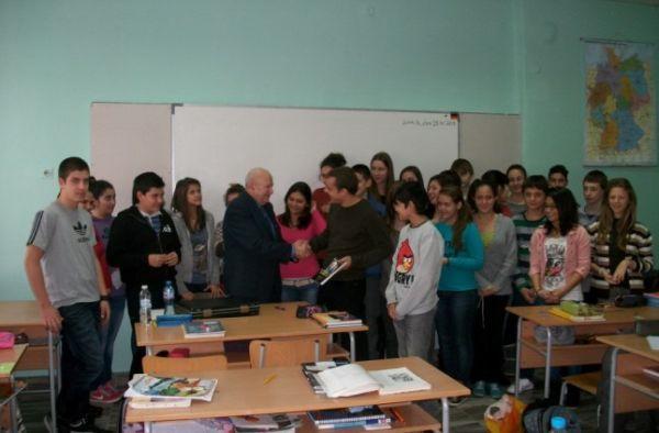 Ден преди 85-ия си рожден ден Найден Ангелов преподава Багряна в Езиковата