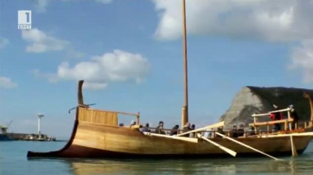 Тракийски боен кораб и неговият екипаж