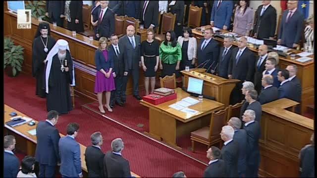 Парламентът гласува новото правителство