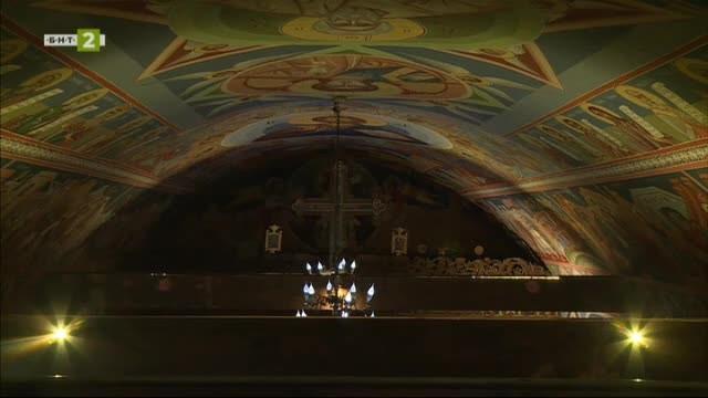 """Преди изгрева - църквата """"Св. Петка"""" в самоковското с. Белчин"""