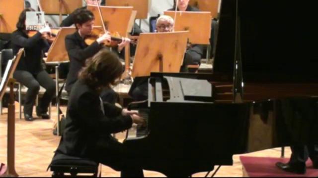 12-годишно българче смая парижани с музикалните си умения