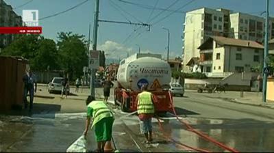 Мият улиците на Столипиново с шампоан