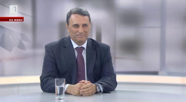 Пламен Моллов за протестите и борбата с болестта син език