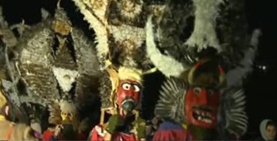 Чанове и хлопки гонят злото на Сурва