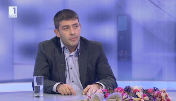"""Ще ни глобяват ли, ако не гласуваме – разговор в """"Още от деня"""" с депутата Страхил Ангелов"""