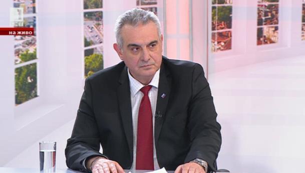 Патриотични игри и политически фронтове - разговор с Валентин Касабов