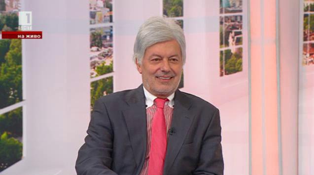 Валентин Михов: Самият футбол е политика