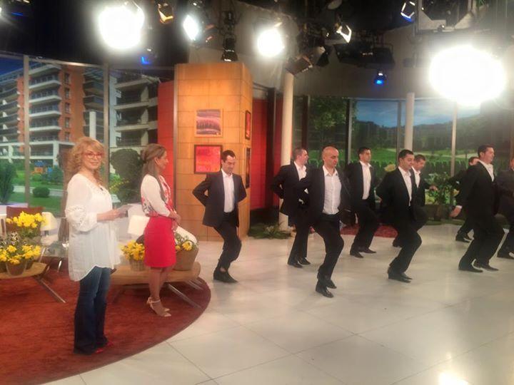 Българските народни танци в елегантни костюми