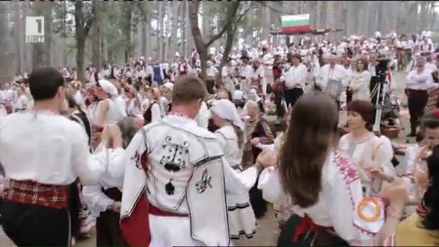 Едно невероятно завръщане в миналото – Жеравна и фестивалът на народната носия