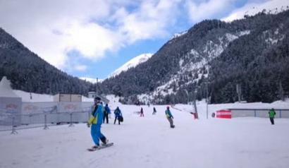 На Бъндеришка поляна в Банско минути преди началото на Световното по сноуборд
