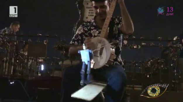 Един нетипичен уличен музикант
