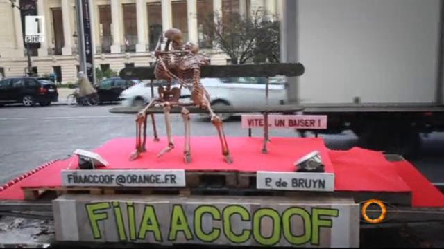 Френски скулптор представя Вечната любов на платформа