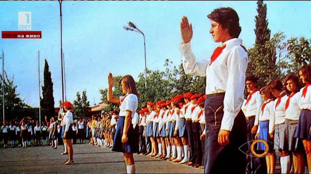 Ученическите униформи през годините