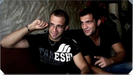Двама млади и атрактивни мъже търсят призванието си в учителската професия